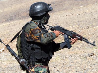 Ein Mitglied einer jemenitischen Anti-Terror-Einheit beim Training.