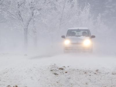 Schneeverwehungen behindern Verkehr