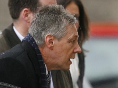 Der nordirische Regierungschef Peter Robinson nimmt eine Auszeit.