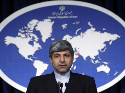Ein Sprecher des Teheraner Außenministerium, Ramin Mehmanparast, sagte im staatlichen Fernsehen, es gebe Anzeichen dafür, dass die USA und Israel in den Vorfall verwickelt seien.