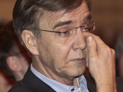 Der Bundesgeschäftsführer der Linken, Dietmar Bartsch, gibt sein Amt nach heftiger interner Kritik auf.