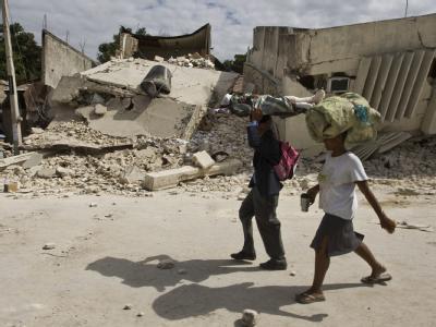 Zerstörte Gebäude in der verwüsteten Hauptstadt Haitis, Port-au-Prince.