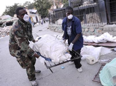 Bergung von Opfern in Port au Prince.
