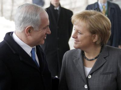 Bundeskanzlerin Merkel begrüßt im Kanzleramt den israelischen Ministerpräsidenten Benjamin Netanjahu.