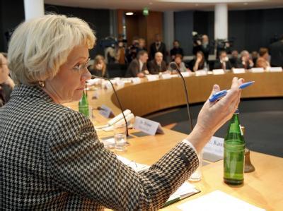 Die Vorsitzende des Kundus-Untersuchungsausschusses, Susanne Kastner, eröffnet die erste Sitzung.