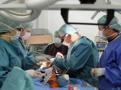 Teure Medizin: Gefäß-Operation in einem Leipziger Krankenhaus.