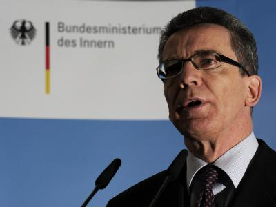 Innenminister de Maizière hat in der Frage eines begrenzten Bundeswehreinsatzes im Inneren einen Kurswechsel vollzogen.