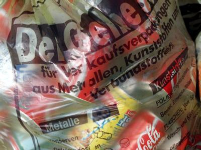 Ein gelber Sack mit Verpackungsabfall: Die Bundesbürger sollen künftig noch mehr Müll trennen.