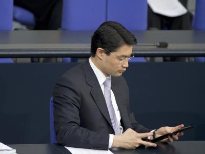 Auf der Suche nach den fehlenden Milliarden? Gesundheitsminister Philipp Rösler (FDP) im Bundestag.