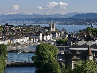 Blick auf Zürich und die Limmat, sowie den Zürichsee, aufgenommen am 19.05.2007 in Zürich, Schweiz.