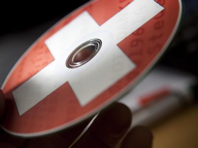 Eine CD mit dem Aufdruck einer Schweizer Fahne als Symbolbild für die Steuerdatei.