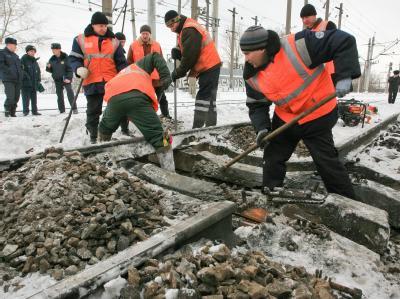 Zwei Mitglieder einer rechtsradikalen Gruppe sind nach dem Sprengstoffanschlag auf die Bahn in St. Petersburg festgenommen worden.