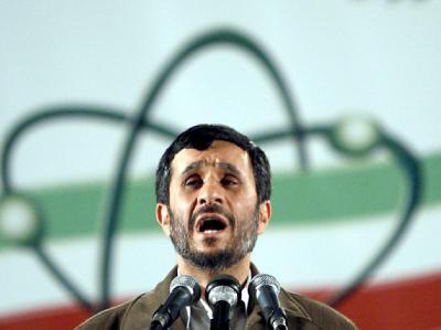 Der iranische Präsident Mahmud Ahmadinedschad kündigte am Dienstagabend in Teheran an, der Iran wolle im Atomstreit einlenken.