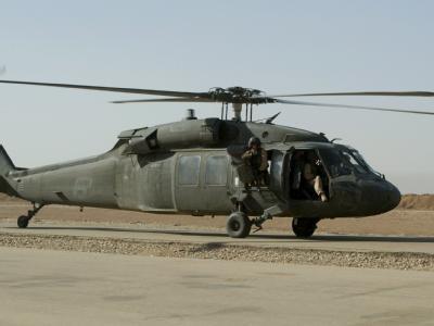 Ein US-Hubschrauber vom Typ Black Hawk UH 60 (Archivbild). Ein Hubschrauber gleichen Typs ist bei Viernheim abgestürzt.