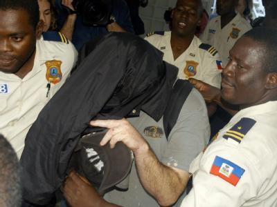 Eine Anklage wegen Kindesentführung droht zehn US-Bürgern, die mit 33 haitianischen Kindern das Land verlassen wollten.