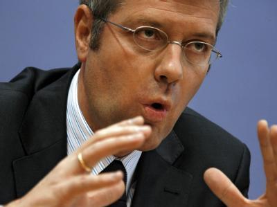 In Union und FDP regt sich Kritik am Atomkurs von Umweltminister Norbert Röttgen (CDU).