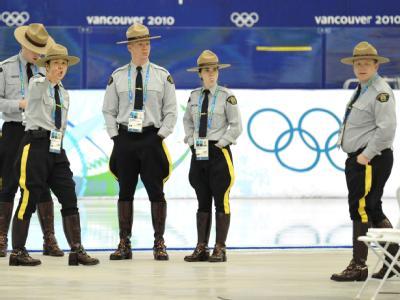 Verkehrsbehinderungen, Reisebeschränkungen und eine Milliarden-Dollar-Rechnung: Die Sicherheit der Olympischen Winterspiele kommt die Kanadier teuer zu stehen.
