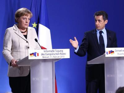 Bundeskanzlerin Merkel und der französische Staatspräsident Sarkozy geben gemeinsam eine Pressekonferenz in Brüssel.