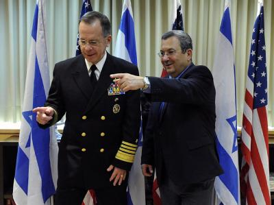 US-Generalstabschef Michael Mullen (l.), hier mit dem israelischen Verteidigungsminister Ehud Barak, warnt vor einer weiteren Eskalation im Atomkonflikt mit Iran.