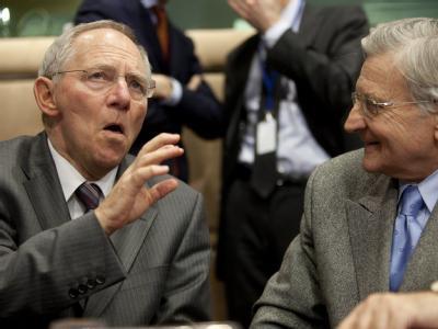 Finanzminister SChäuble spricht mit EZB-Chef Jean-Claude Trichet