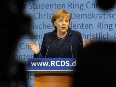 Bundeskanzlerin Merkel mahnt zur Mäßigung in der Sozialstaatsdebatte.