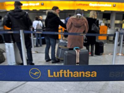 Reisende am Flughafen Frankfurt
