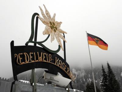 Die Führung des Hochgebirgsjägerzugs in Mittenwald wird ausgewechselt.