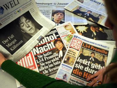 Zeitungsberichte über die Bischöfin Margot Käßmann.