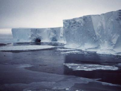 Die Zunge des Mertz-Gletschers in der Antaktis: Eine Jahrhundert-Kollision hat in der Antarktis einen gigantischen neuen Eisberg geschaffen.