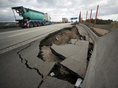 Autobahn senkt sich zweieinhalb Meter ab
