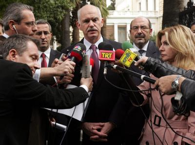 Griechenlands Ministerpräsident Papandreou kündigt ein hartes Sparprogramm in Griechenland an.