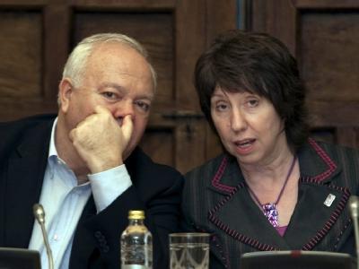 Der spanische Außenminister Miguel Angel Moratinos spricht mit der EU-Außenbeauftragten Catherine Ashton.