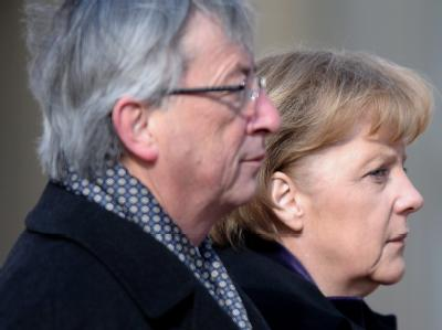 Bundeskanzlerin Angela Merkel (CDU) trifft bei ihrem ersten offiziellen Besuch in Luxemburg Jean-Claude Juncker.