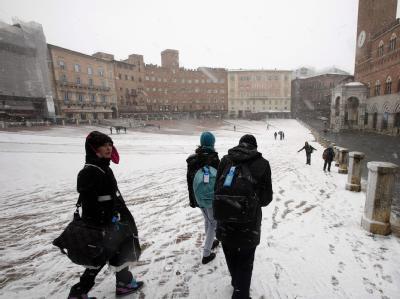 In Italien hat starker Schneefall für Chaos gesorgt.