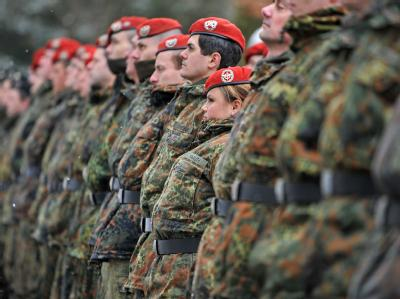 Verteidigungsminister Karl-Theodor zu Guttenberg (CSU) hat das neue Konzept für einen sechsmonatigen Grundwehrdienst fertiggestellt.