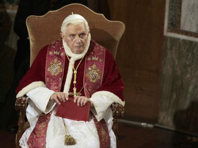 Noch schweigt Papst Benedikt XVI. zu den Missbrauchsfällen. In Kürze wolle er sich aber in einem Hirtenbrief äußern, verlautete aus dem Vatikan.