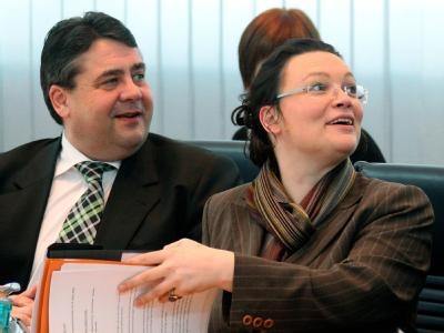 Der Vorsitzende der SPD, Sigmar Gabriel, und die Generalsekretärin Andrea Nahles zu Beginn der Präsidiumssitzung.