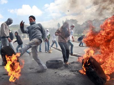 Am «Tag des Zorns» verbrannten Palästinenser Reifen und entzündeten Barrikaden.