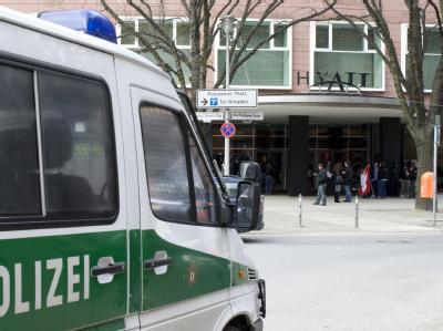 Die Polizei hat alle vier Täter des Raubüberfalls auf ein Poker-Turnier im Hotel Hyatt festgenommen.