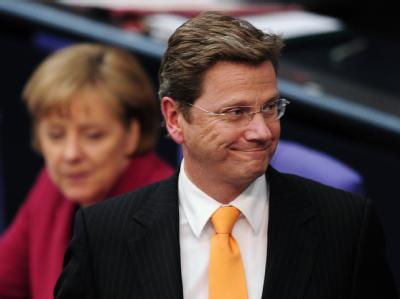Außenminister und Vizekanzler Guido Westerwelle auf dem Weg zum Redepult im Bundestag.