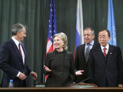Der Nahostbeauftragte Blair (l), US-Außenministerin Clinton, der russische Außenminister Lawrow und UN-Generalsekretär Ban in Moskau.
