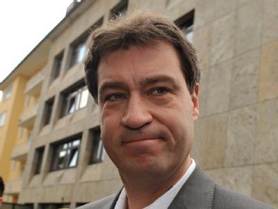 Der bayerische Umwelt- und Gesundheitsminister Markus Söder am Montag vor der CSU-Parteizentrale in München.
