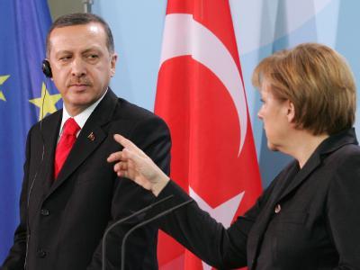 Angela Merkel und der türkische Ministerpräsident Erdogan im Februar 2008 im Bundeskanzleramt.