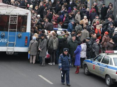 Zahlreiche Berufspendler sind nach den Terroranschlägen auf den Straßen Moskaus gestrandet.