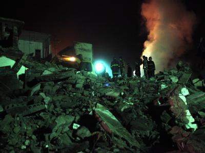 Rettungsarbeiten nach der Gasexplosion in einer Kohlemine in Zentralchina.