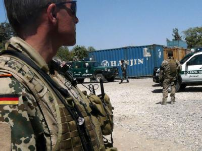 Bundeswehrsoldaten der ISAF sichern Region in Kundus. (Archivbild).