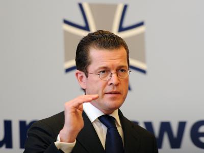 Verteidigungsminister zu Guttenberg will mehr Geld für eine bessere Ausrüstung der Bundeswehr.