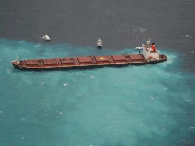 Ein Kohlefrachter aus China ist auf dem Great Barrier Reef vor Australien auf Grund gelaufen. An Bord befinden sich 65000 Tonnen Kohle und 950 Tonnen Treibstoff.