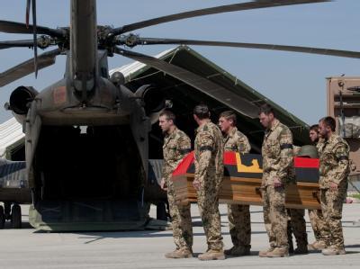 Trauerfeier f�r gefallene Soldaten