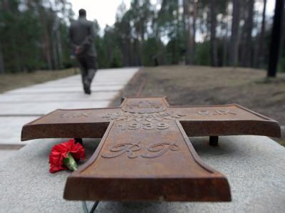 In Katyn wurden 1940 tausende polnische Offiziere und Intellektuelle vom sowjetischen Geheimdienst ermordet.